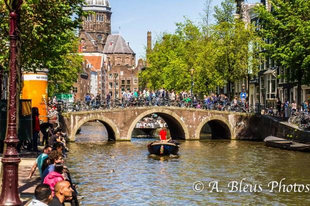 Bridge, Canal & Crowd crossing, MG_9321, Amsterdam
