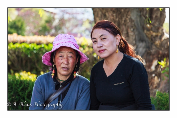 mother-and-daughter-lhasa-mg_3712