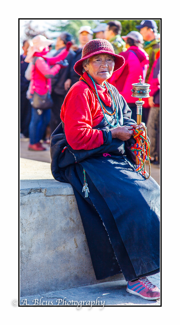 older-woman-with-prayer-wheel-lhasa-mg_3699
