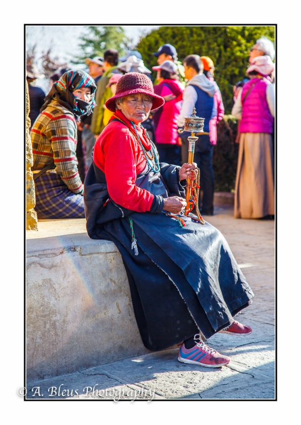 older-woman-with-prayer-wheel-lhasa-mg_3702