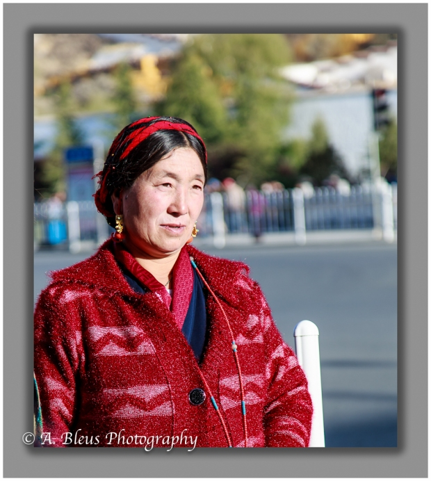 portrait-of-a-tibetan-woman-in-lhasa-mg_3677-2