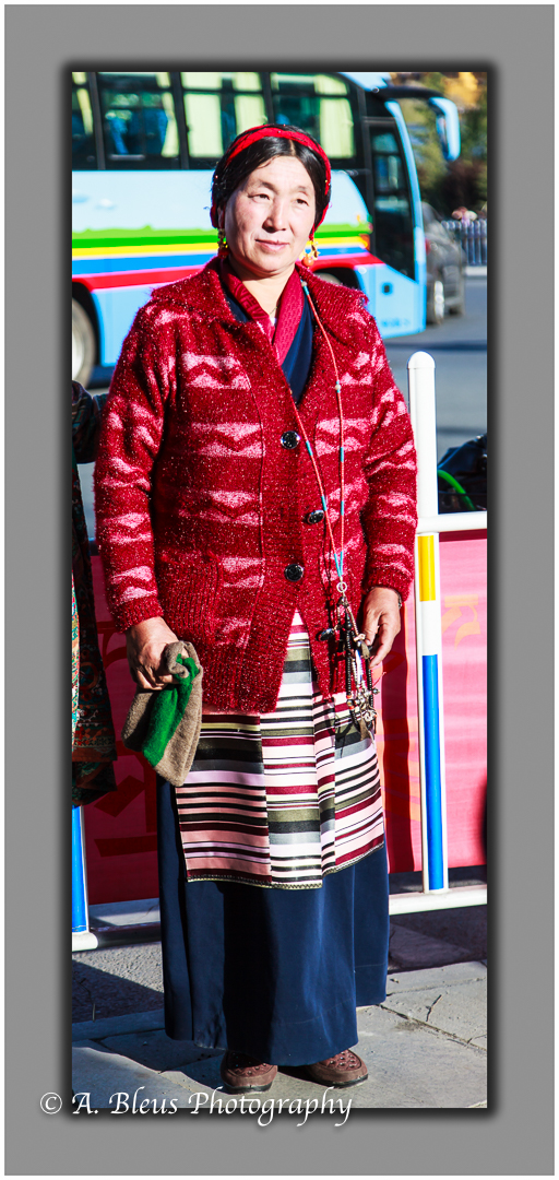 portrait-of-a-tibetan-woman-in-lhasa-mg_3677