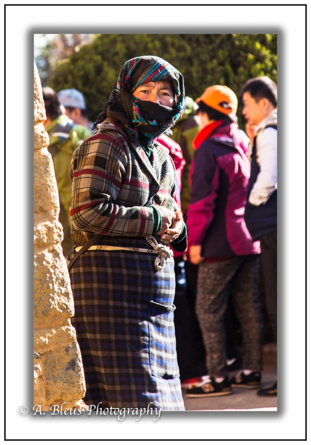woman-with-scarf-lhasa-mg_3695