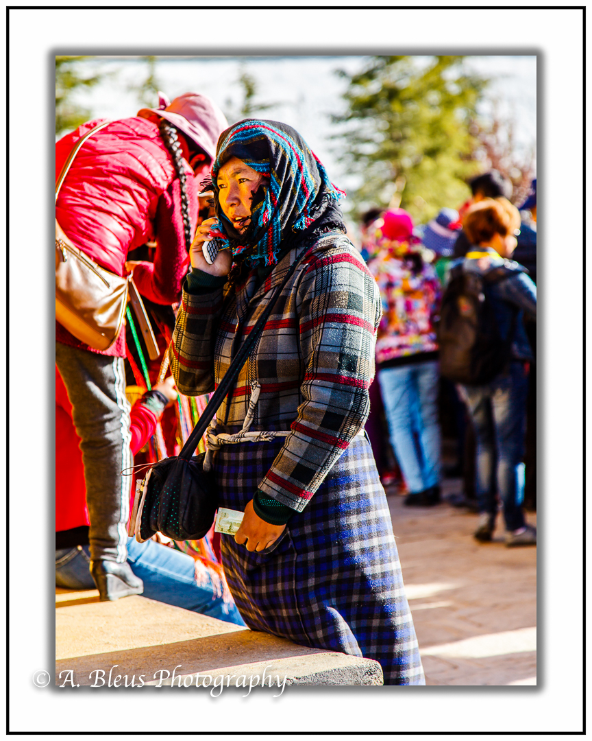 woman-with-scarf-on-the-phone-lhasa-mg_3705
