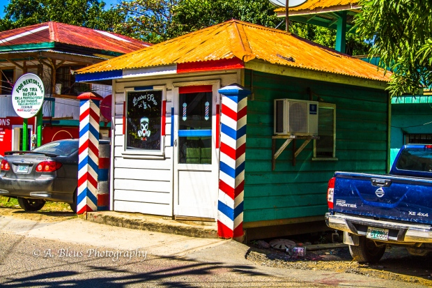 barber-shop-roatan-honduras-mg_5526