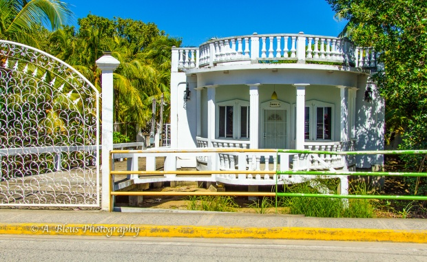 white-fenced-house-roatan-honduras-mg_5531
