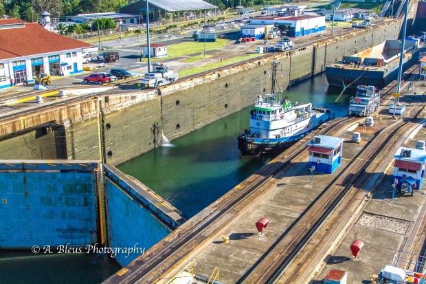 tugboat-pulling-panama-canal-mg_5929